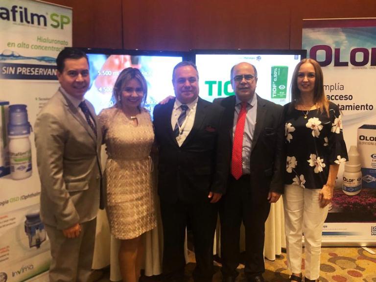 Sr. Santiago Escobar, Sra. Daysi Armijos, Dr. Andrés Díaz y Sr. Duván Henao y Sra. Karina Flor